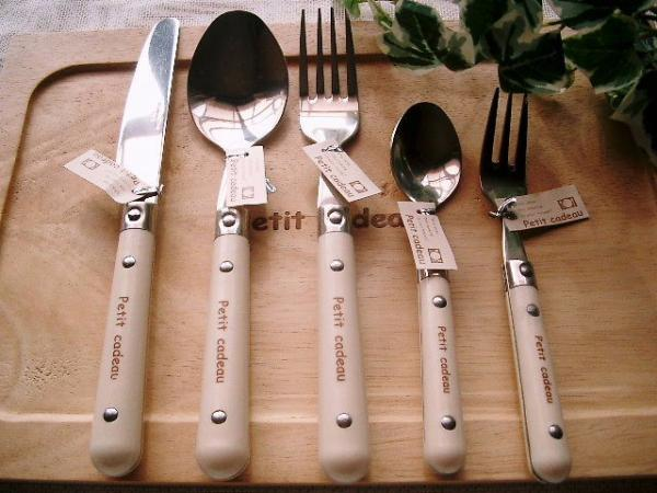cutlery(fork,spoon,knife)