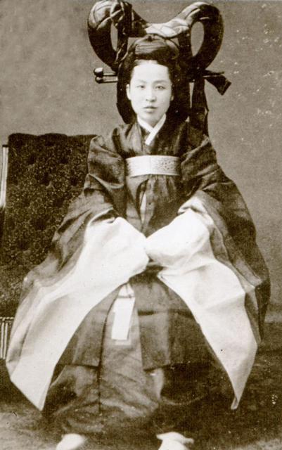 �mparatori�e Myeong Seong Hwang-hu (명성황후)